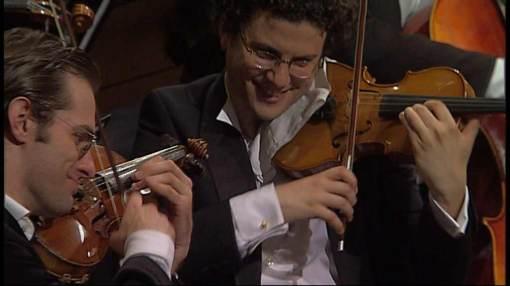 """Imagen del documental sobre la Orquesta del Diván Este-Oeste, """"Knowledge is the beginning"""""""
