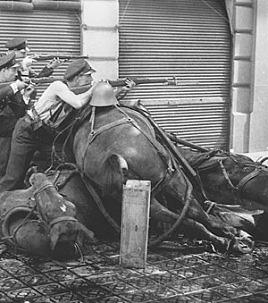 19 de juliol, 1936. Carrers de Roger de Llúria i Diputació, Barcelona. (Arxiu Agustí Centelles)
